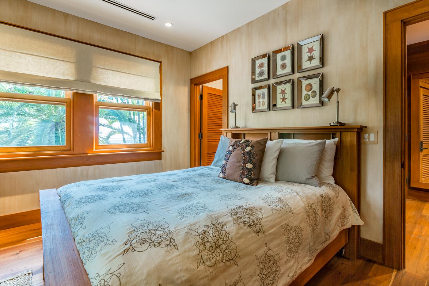 908 Fleming Street bedroom