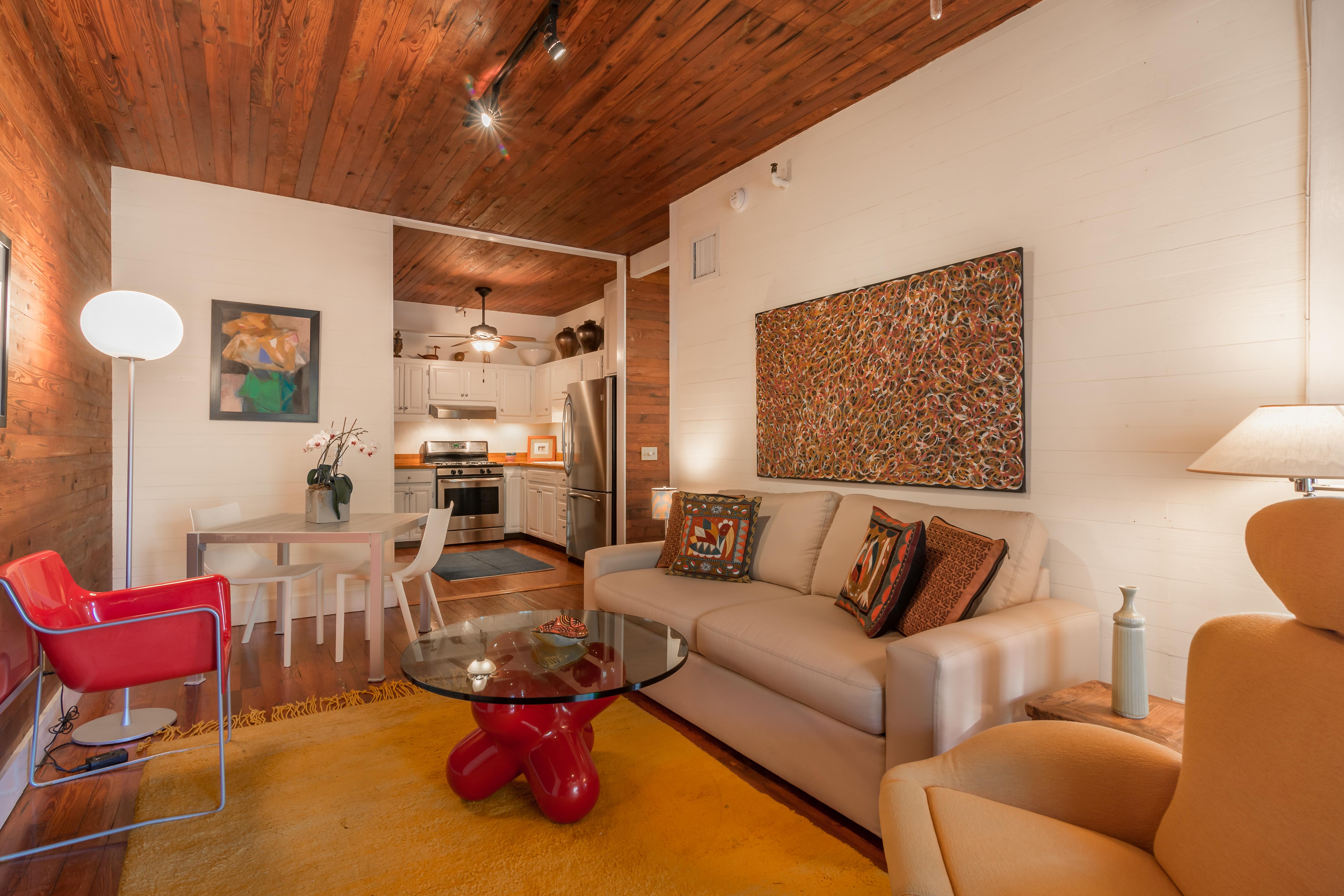 812 Fleming Unit 4_Living Room2