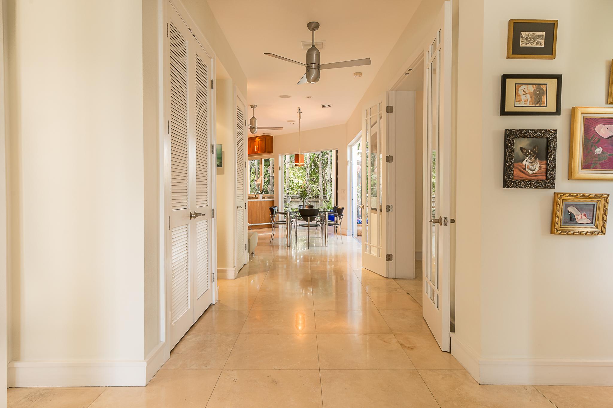 1414 Newton Foyer