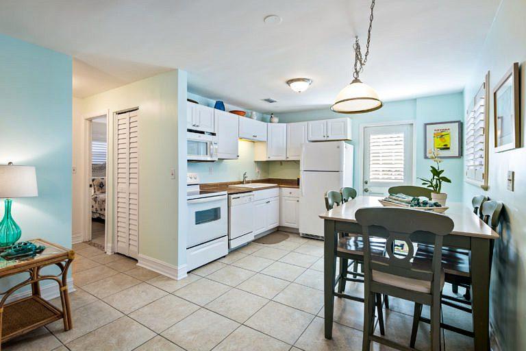 3 Hutchinson Lane Rear, Key West_Kitchen