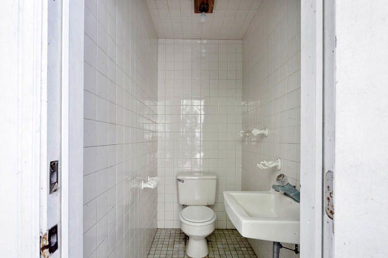 3825 Duck Avenue, Key West-Half Bath