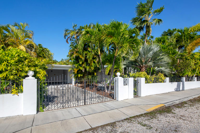 3825 Duck Avenue, Key West_Front of House w/ Gate
