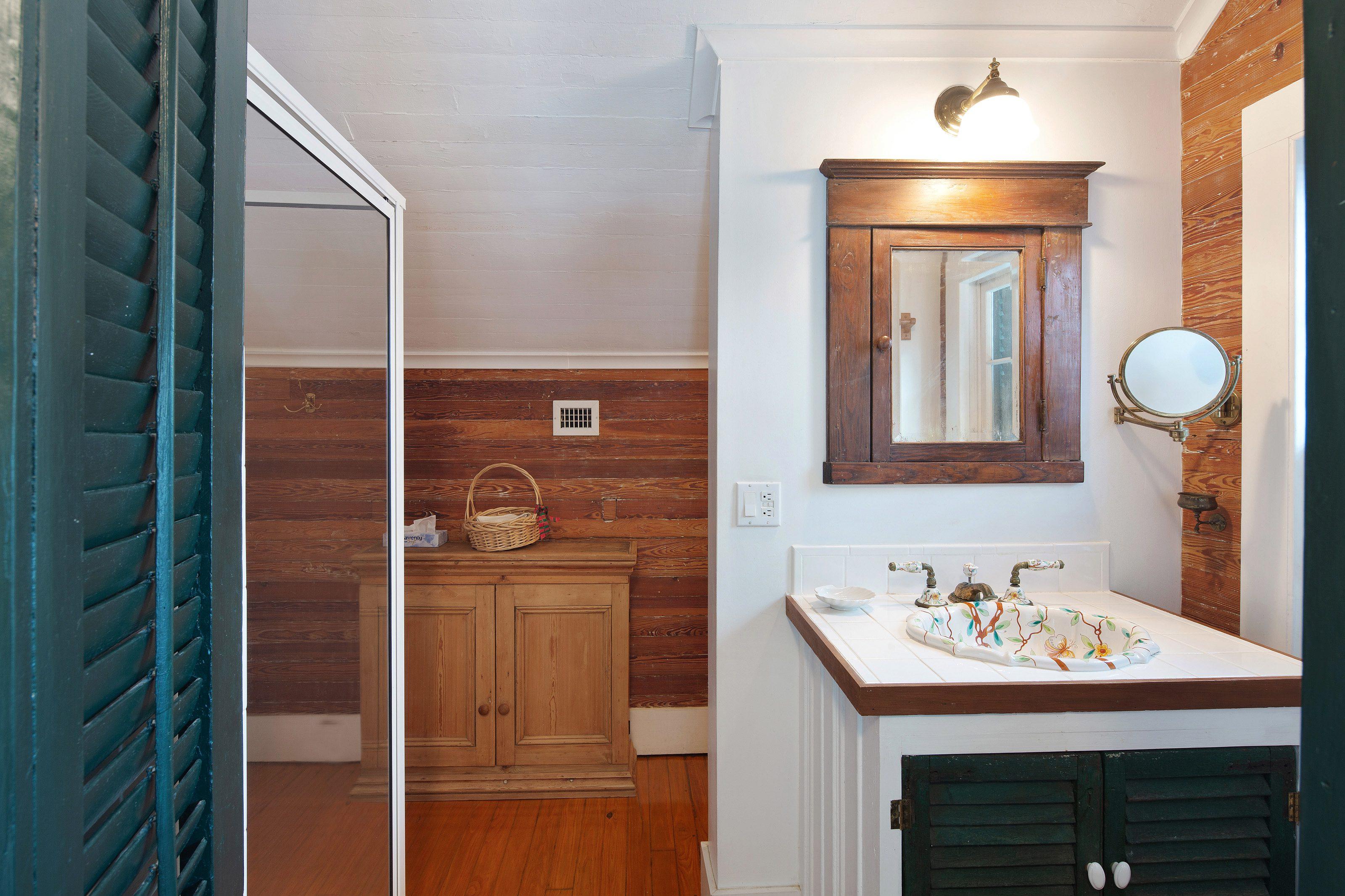 516 Elizabeth Street, Key West_Bathroom