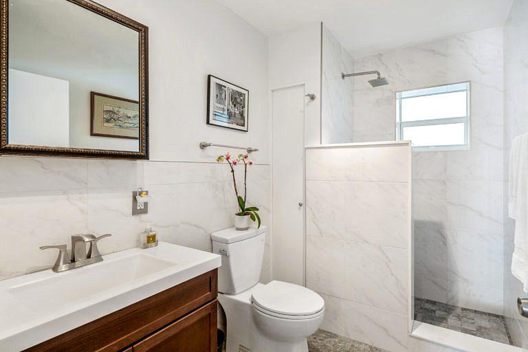 716 Elizabeth St, Key West_Bathroom