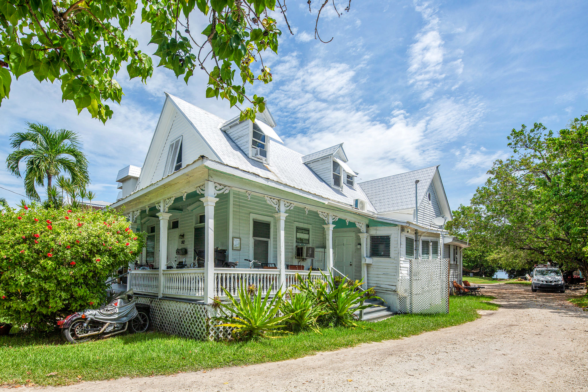 Waterfront investment opportunity: 901 Eisenhower Dr, Key West